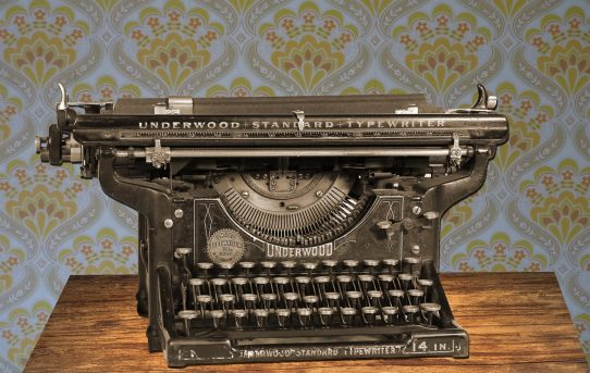 typewriter-875310_1280